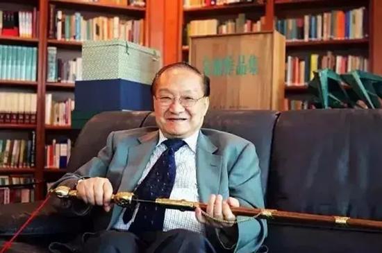 武侠小说大师金庸逝世,享年94岁,一个时代的结束